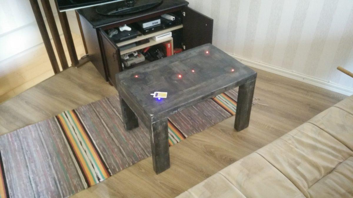 Sohvapöytä langattomalla latauksella